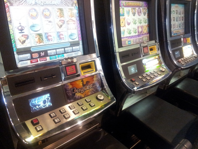 Slot Machines with Avanti Displays